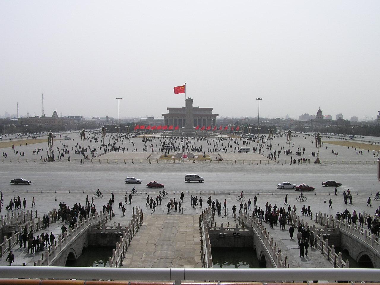 http://treasuretroveblog.com/wp-content/uploads/2010/12/Tiananmen_Square.jpg
